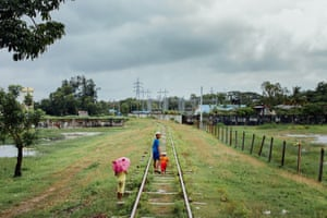 Rohingya children leave the station on foot to get back to Thae Chaung camp on the outskirts of Sittwe