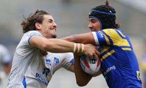 Chris Centrone of Toulouse (left) grapples with Ashton Golding of Leeds Rhinos.