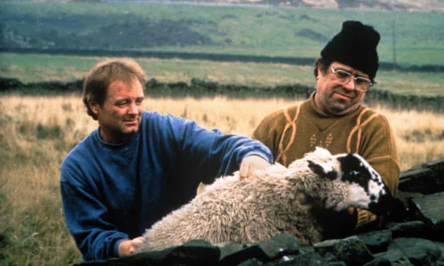 Bruce Jones and Ricky Tomlinson in Raining Stones