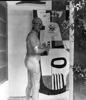 Le Corbusier at E-1027 villa.