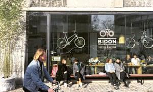 Bidon bike cafe exterior with cyclist