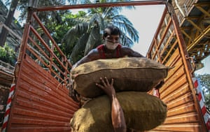 Mumbai, India Labourers unload vegetables near the market. The prime minister, Narendra Modi, has declared a nationwide 21-day lockdown