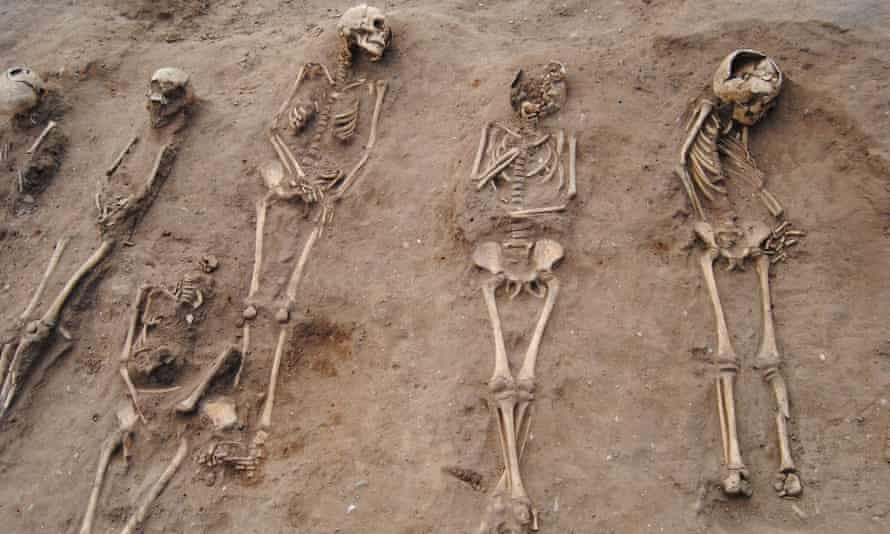 Skeletons in burial pit in Lincolnshire