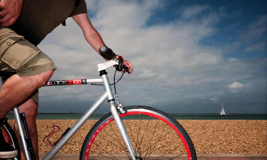 A cyclist cycling along the promenade at Cowes seafront