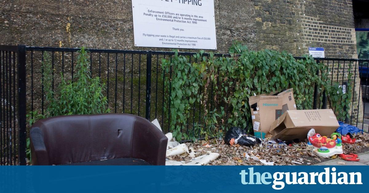 Los vertidos incontrolados de limpieza cuesta £ 50m casos como en Inglaterra subida por el tercer año consecutivo