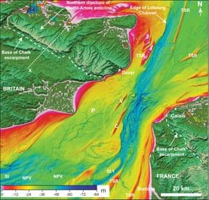 多佛海峡的水深测量图显示突出的山谷通过中心侵蚀。请注意在英国南部和法国北部用白垩制成的岩石山脊,它们在破裂之前会连接两岸。