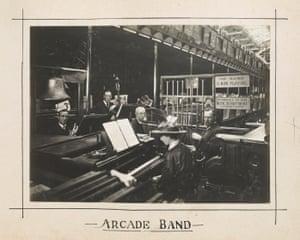 Arcade band