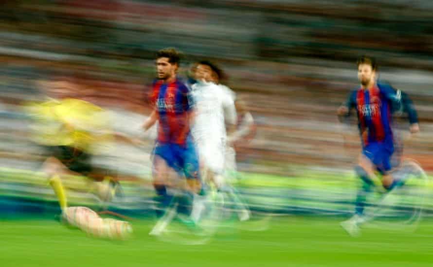 Barcelona's midfielder Sergi Roberto leaves Marcelo in his wake.