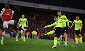 Sheffield United's John Fleck shoots the tie.