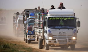 Trucks loaded with civilians near the village of Baghouz