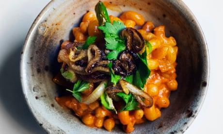 Nigel Slater's macaroni, chickpeas and tomato sauce