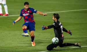 Luis Suarez beats the Espanyol goalkeeper, Diego López, in the second half at the Camp Nou.
