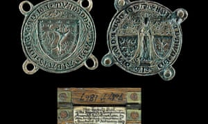 The two-part bronze seal dates from 1322