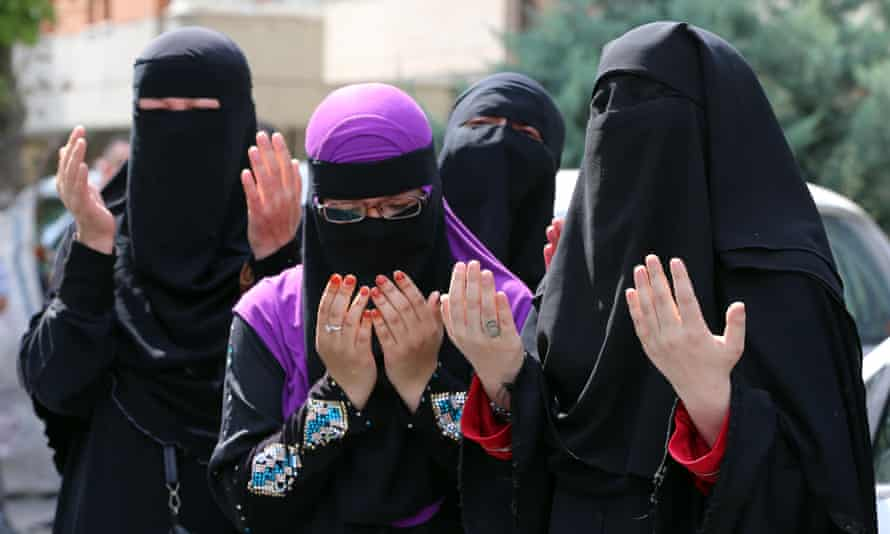 Uighur women praying
