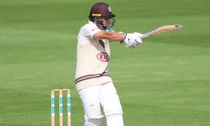 Tom Curran helped Surrey into a strong lead against Nottinghamshire, who need 191 to make the hosts bat again.