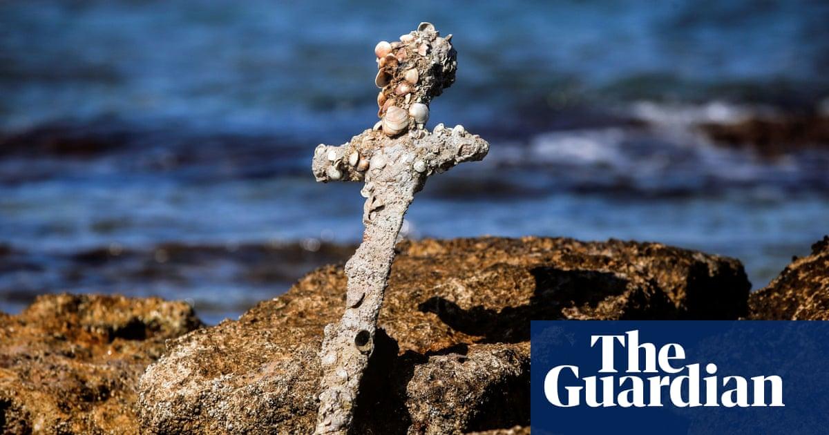 Sharp-eyed diver finds crusader's ancient sword on Israeli seabed