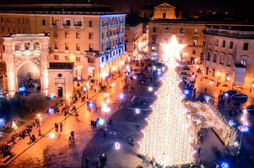 Follow the star: Christmas tree in Sant'Oronzo Square, Lecce.