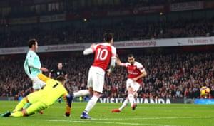 Mkhitaryan mark, 2-0 Arsenal.