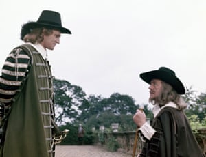 Richard Harris and Alec Guinness in Cromwell.