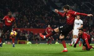 Manchester United's Victor Lindelöf fires home their late equaliser against Burnley.