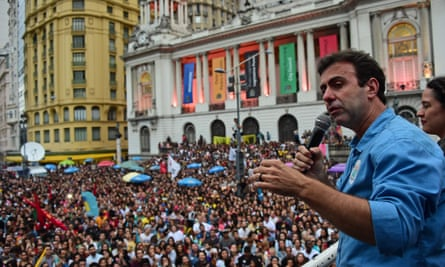 Marcelo Freixo thanks supporters after losing the Rio mayoral election to Crivella.