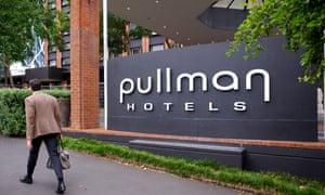 The Pullman Hotel adalah pusat kasus misteri di akhir Januari.