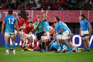 Referee Angus Gardner rules a penalty try for Wales.