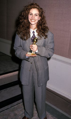 Julia Roberts wearing an Armani suit at the 1990 Golden Globe awards.