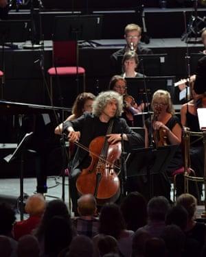 Steven Isserlis performs Thomas Adès's Lieux Retrouvés with the Britten Sinfonia