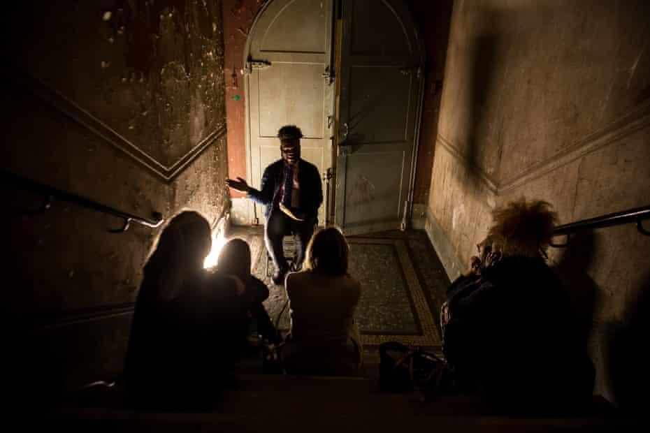 Storyteller Lemmar narrates in London Stories.