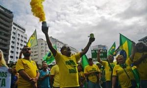 Supporters of Brazil's far-right president, Jair Bolsonaro, in Rio de Janeiro on 26 May.
