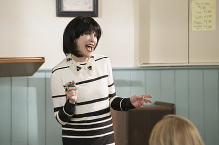 Catherine O'Hara sports one of her many wigs in season 4.