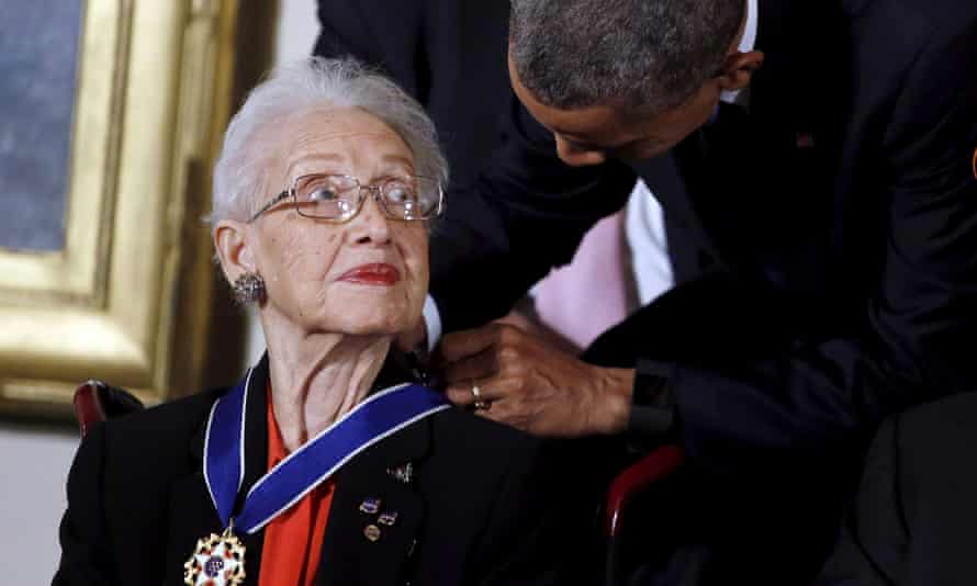 Barack Obama presenting Katherine Johnson with the presidential medal of freedom in 2015