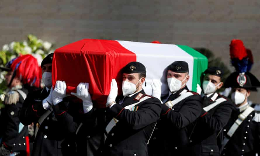 Carabinieri officers carry one of the coffins containing the bodies of Luca Attanasio and the soldier Vittorio Iacovacci