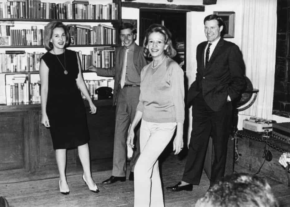 Thomas (far right) standing next to the writer Elena Garro (center) and Elena's daughter Helena (far left), with an unidentified man, at a gathering in Mexico City, mid-1960s