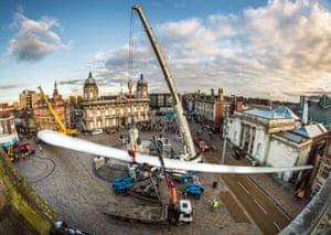 Art work 'Blade' being installed at Queen Victoria Square in Hull.