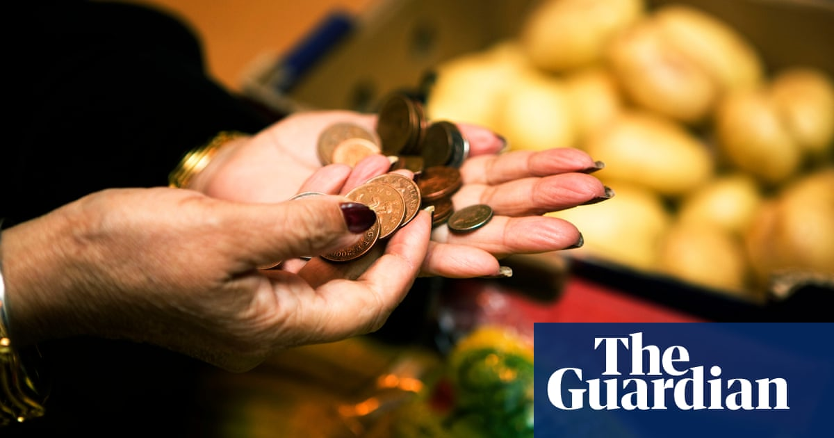 Thousands of asylum seekers go hungry after cash card problems