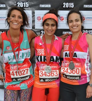 Runner Kiran Gandhi (centre) who free-bled in the 2015 London Marathon.