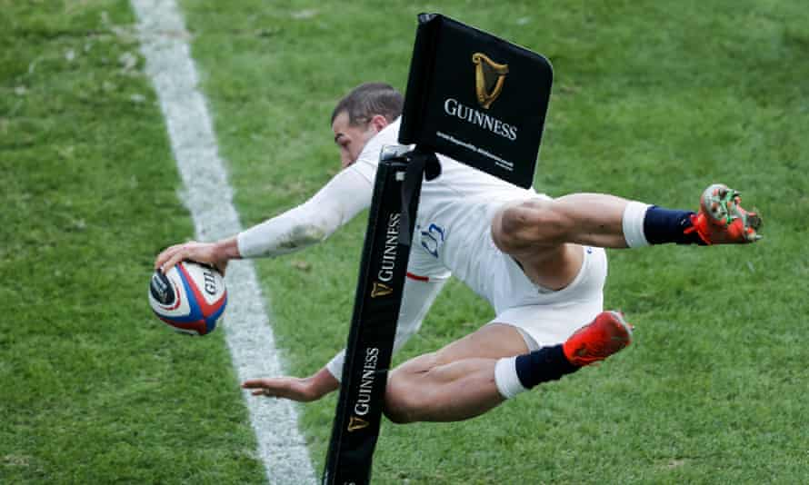 Jonny May of England scores an outrageous try.