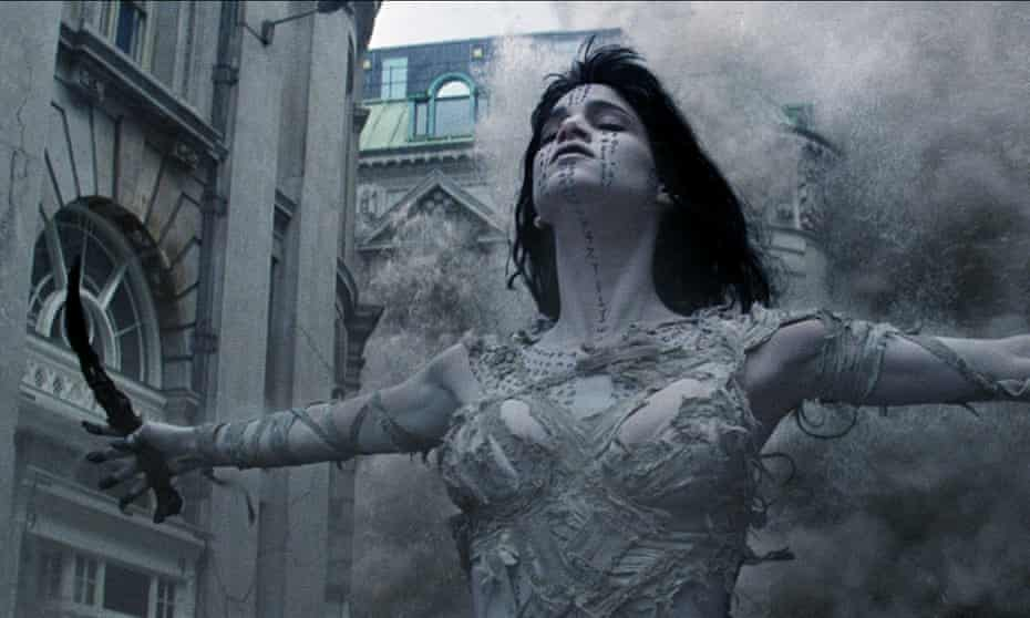 Sofia Boutella as released sorceress Ahmanet in The Mummy.