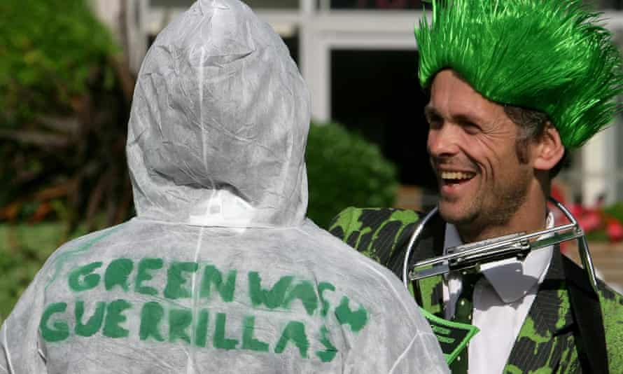 Climate activists in London, equipped with 'greenwash detectors', highlight the ecological dangers of energy companies.