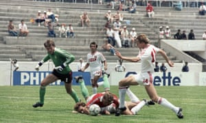 Hungary's goalkeeper Peter Disztl (left) can only look on as Sergei Rodionov from the USSR team runs through the Hungarian defence before slotting the ball home for the Soviets' sixth and final goal.