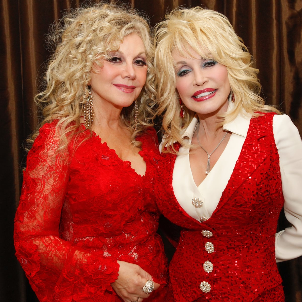 Dolly Parton S Sister Ashamed Of Star Over Silence On Metoo Protest Dolly Parton The Guardian