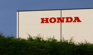 The Honda manufacturing plant is seen in Swindon, western England, November 21, 2008. Honda Motor Co said on Friday it would cut car output in Japan and Europe by a further 61,000 vehicles, including closing its British factory for two months in February and March, due to slowing sales. REUTERS/Suzanne Plunkett (BRITAIN)