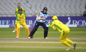 Eoin Morgan hits the ball straight to Glenn Maxwell who takes a smart catch.