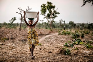 A Fulani girl carries a water bowl on the way to her family's house at Kachia grazing reserve