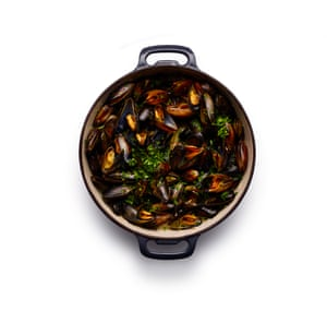Felicity Cloake moules marinière. Stir in the butter to melt, and add parsley.
