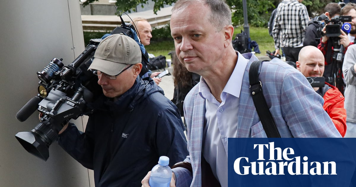 Russia rights group linked to Navalny closes amid prosecution fears