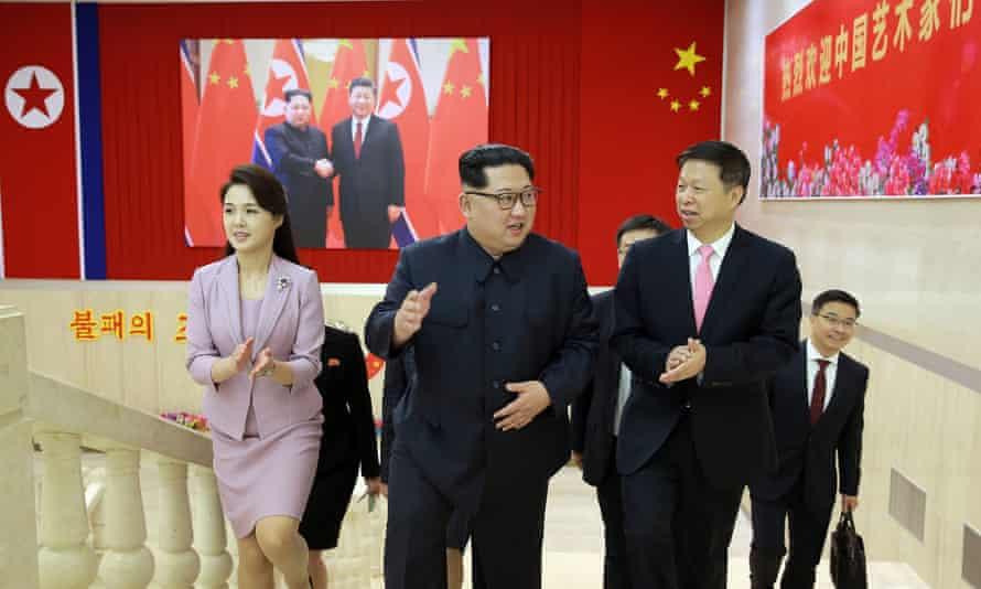 Ri Sol-ju and Kim Jong-un arrive at the ballet