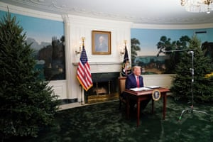 Washington, US President Trump holds a Thanksgiving video teleconference with members of the military. While he repeated unfounded allegations of electoral fraud, many social media commentators focused on his unusually small desk